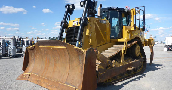 2015 Caterpillar D8T crawler tractor sold by Ritchie Bros.