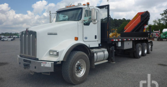 2014 Kenworth T800 Tri/A boom truck sold at Ritchie Bros.