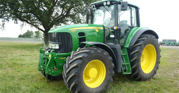 John Deere MFWD tractor to be sold at Ritchie Bros. Auctioneers