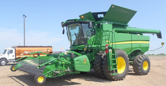 2012 John Deere S690 Combine – sold for CAD $405,000 at unreserved auction