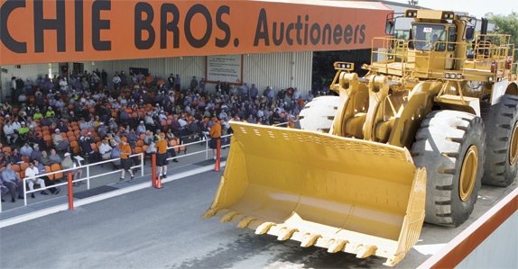 Caterpillar 994 driving over the auction ramp